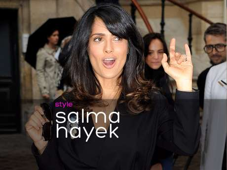 Salma Hayek looks like she is rocking by her hand gestures. The sexy Mexican actress is probably happy because she is wearing a trash bag-like skirt and feels that she is pushing a new trend. What do you think of Salma Hayek's look in Paris? (Terra USA/Armando Tinoco)
