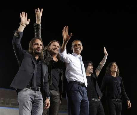 Maná junto a Barack Obama en el último acto de campaña antes del inicio de los debates.