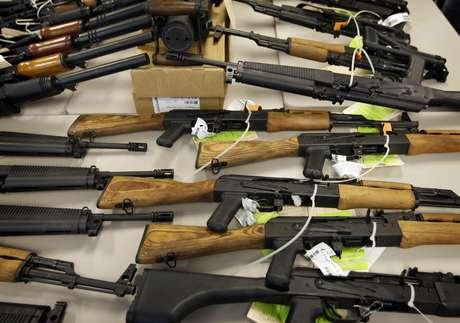 El operativo estadounidense 'Rápido y Furioso' realizado en 2009 para detectar armas en manos de los capos de la droga en México ha dado un nuevo giro. De acuerdo a una investigación especial de la cadena Univision, algunas de esas armas fueron utilizadas en diversas matanzas del narco en México.