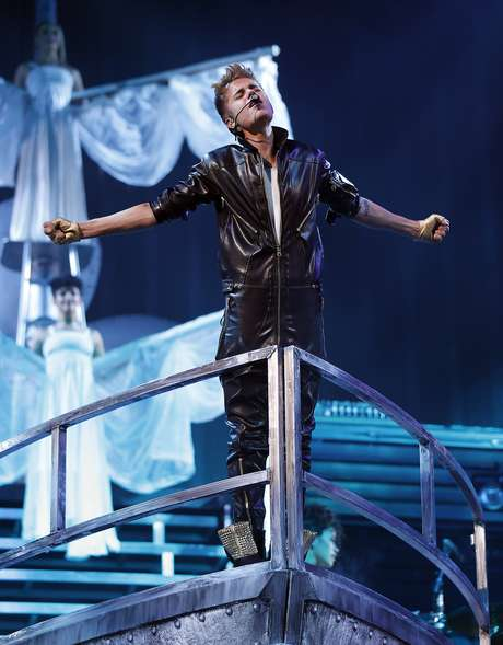 """Justin Bieber proved the show must go on in Las Vegas just days after getting sick on stage during his set at a concert in Glendale, Arizona and causing a storm all over social media. Hopefully Biebs can keep healthy and keep working his """"Believe Tour"""" without incident."""