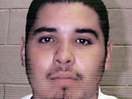 Esta fotografía sin fecha proporcionada el viernes 5 de octubre de 2012 por la Oficina de la Gobernadora de Nuevo México muestra al fugitivo Edward Salas.