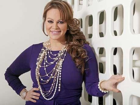 Los rumores que ha soportado la cantante son múltiples, desde que Loaiza la traicionó con su hija Janney 'Chiquis' Marín hasta que el beisbolista la dejó por una relación homosexual.