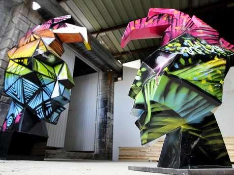 Las esculturas, de dos metros de alto, son decoradas por diferentes artistas como José Luis Cuevas, José Fors y Paul Zepeda.
