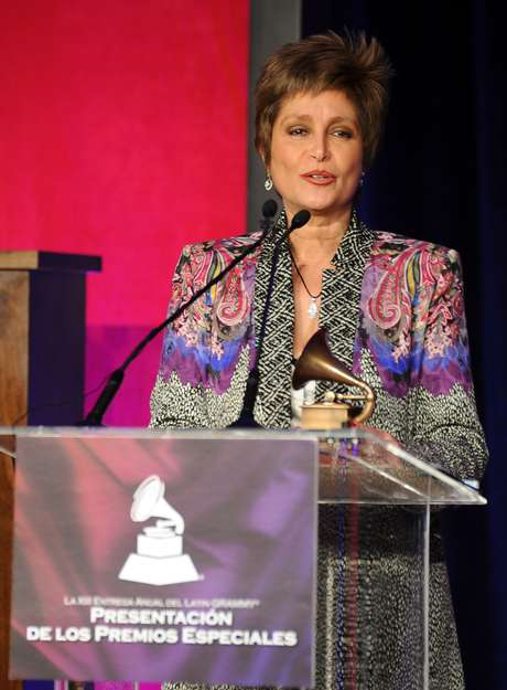 Daniela Romo recibe su Premio A La Excelencia Musical de La Academia Latina de la Grabación, el miércoles 14 de noviembre en el hotel Four Seasons de Las Vegas, Nevada.