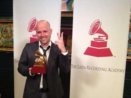 Gianmarco muestra orgulloso su Latin Grammy