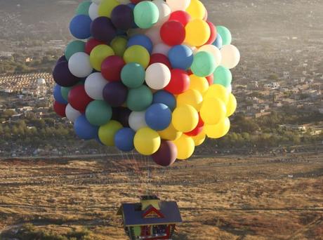 El evento se llevó a cabo en el Festival Internacional de Globos en México, donde miles de personas pudieron apreciar cómo Trappe se elevaba igual que el personaje de la película, Carl Frederickson.