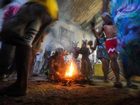 Índios temem que sejam obrigados a deixar o prédio, apesar dos protestos Foto: Mauro Pimentel / Terra