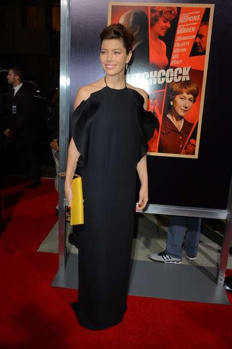 La peor vestida de la semana fue Jessica Biel con este atuendo en negro con holanes alrededor del escote. Este atuendo la hizo ver más gruesa de lo que es realmente y resultaba un tanto recargado.