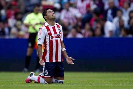 Todavía no se define el futuro de Marco Fabián, pero la urgencia de Chivas por dinero podría acelerar su paso al futbol alemán.