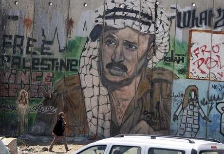 Aunque en los últimos años de su vida la salud de Arafat sufrió un notable deterioro, su muerte fue inesperada y se produjo al final de una breve enfermedad cuya naturaleza nunca fue bien determinada por los doctores franceses que le atendieron.