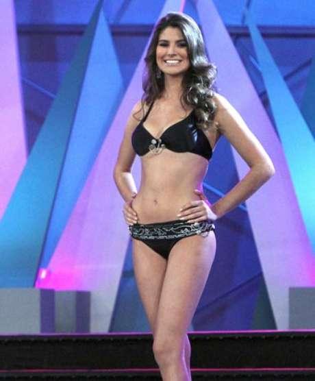 """<br />Karina González mide 1.76 cm y tiene 20 años. Esta bella aspirante oriunda de Aguascalientes nació en 1991 y fue la triunfadora indiscutible del certamen """"Nuestra Belleza México"""" a través del cual logró coronarse como la mujer más bella de su país. Este año representará a México en la competencia Miss Universo en la ciudad Las Vegas. Karina tiene unos llamativos ojos color café y un espectacular cabello castaño con el que se roba todas las miradas. Aquí sus mejores fotos.<br />"""