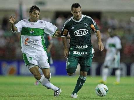 <p>Daniel Carvalho não empolgou com a camisa do Palmeiras e não terá contrato renovado</p>