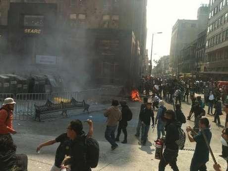 Diversos bancos, cafeterías, tiendas y oficinas resultaron vandalizadas el sábado pasado.<br />
