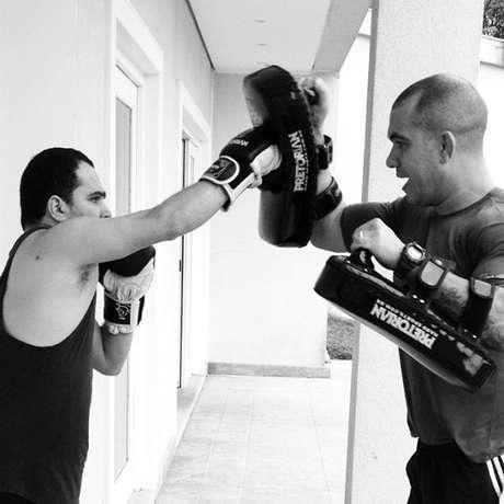 Luciano usou luvas de boxe Foto: Instagram / Reprodução