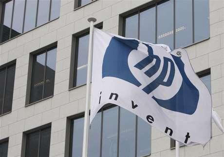 A logo of HP is seen outside Hewlett-Packard Belgian headquarters in Diegem, near Brussels, January 12, 2010.