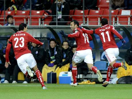 Jogadores do Al Ahly comemoram gol de Hamdy, que abriu o placar do duelo contra o Sanfrecce Hiroshima Foto: Ricardo Matsukawa / Terra