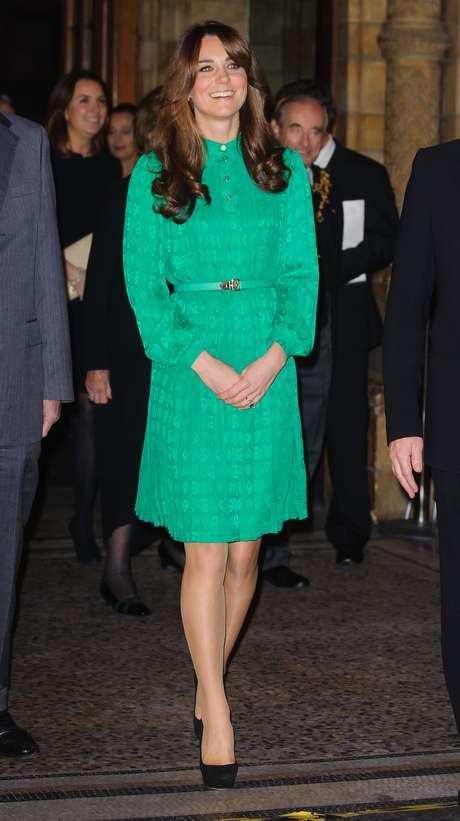 Poco antes de que se diera a conocer su embarazo, Kate Middleton lució una prenda en este tono en el corte clásico que tanto le gusta.