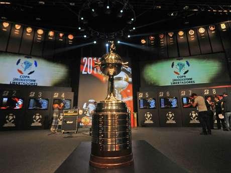 CONMEBOL determined the teams to lead their respective groups: Arsenal, Corinthians, Santa Fe, Sporting Cristal, Velez Sarsfield, Fluminense, Barcelona and Deportivo Lara.