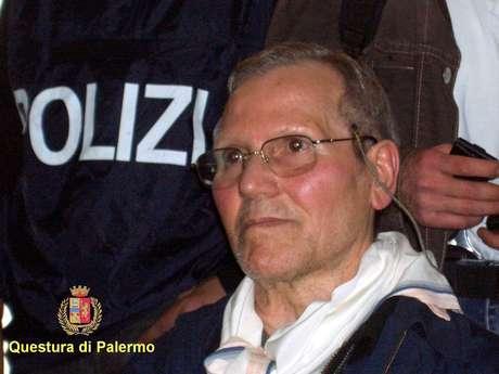 """El """"jefe de jefes"""" de Cosa Nostra, la mafia siciliana, Bernardo Provenzano, detenido en 2006 tras 42 años huido, se encuentra en estado de coma profundo y respira mediante ventilación asistida, después de ser operado de un hematoma en la cabeza tras caerse en su celda."""
