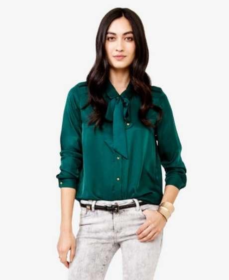 Blusa verde para celebrar las fiestas y usar todo el año. 19.99 en Forever 21.