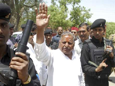 Samajwadi Party Chief Mulayam Singh Yadav waves to his supporters after he filed his nomination at Mainpuri in the northern Indian state of Uttar Pradesh in this April 17, 2009 file photo. The Samajwadi Party (SP) is led by Yadav, 72, a former wrestler who harbours prime ministerial ambitions. He opposes many of the government's economic reforms but supports Singh's coalition to block the rise of the Hindu nationalist Bharatiya Janata Party (BJP), the main opposition in parliament.