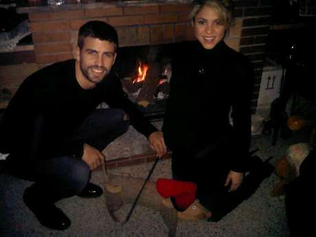 Gerard Pique and Shakira enjoy the Christmas holiday together in front of the fireplace.