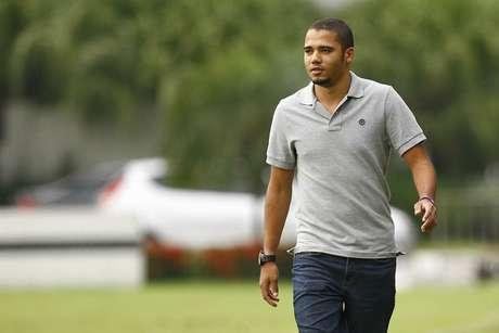 Volante reitera desejo de permanecer no Santos; Grêmio também demonstrou interesse