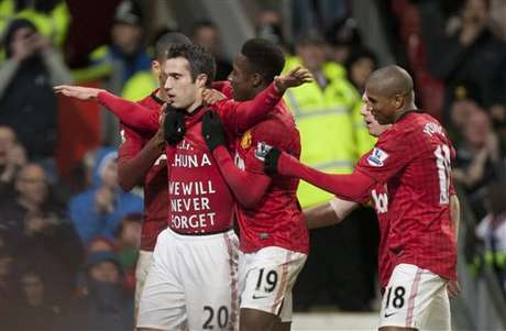 Robin van Persie celebrates his late goal to seal the win for Manchester United over West Brom.