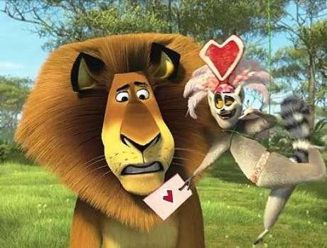 ¡Tus amigos favoritos de Madagascar están de regreso en una nueva aventura! La celebración favorita de Alex, el Día de San Valentín, trae divertidas sorpresas y mucho entusiasmo para toda la pandilla. Melman planifica una gran sorpresa para Gloria, Marty intenta impresionar a una nueva amiga y todo el mundo quiere un poco de la poción para el amor de King Julien. ¡Te vas a ENAMORAR con <strong>Madly Madagascar! </strong>