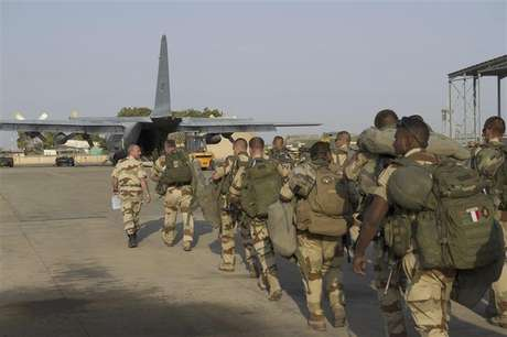 French troops prepare to board a transport plane in N'Djamena, Chad, in this photo released by the French Army Communications Audiovisual office (ECPAD) on January 12, 2013.