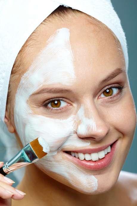Aliados da beleza feminina, ácidos são capazes de clarear manchas, combater a acne e suavizar rugas e linhas finas de expressão Foto: Shutterstock