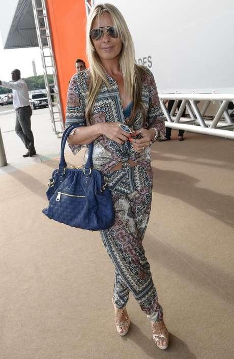 Adriane Galisteu durante o lançamento de sua nova linha de bolsas