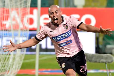 Palermo kept Lazio from tying Serie A leaders Juventus on points by drawing 1-1 with the Roman club.