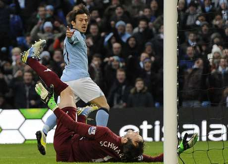 Manchester City's David Silva (top) celebrates scoring against Fulham during their English Premier League soccer match in Manchester, northern England January 19, 2013. REUTERS/Nigel Roddis