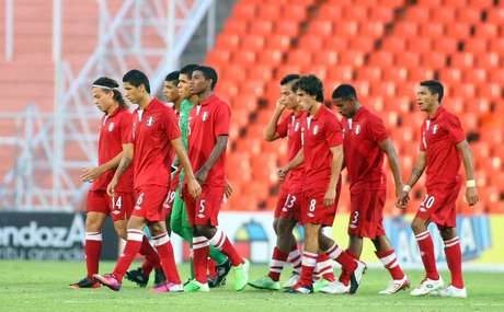 Peru let a 1-0 lead slip into a 1-1 draw against Paraguay Wednesday.