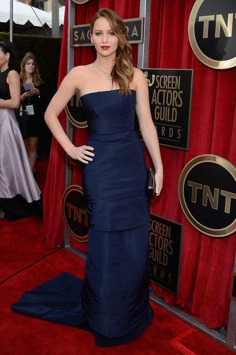 Mejor Vestidas. Un traje sobrio pero con mucho estilo fue el elegido por Jennifer Lawrence cuyo atuendo resultó ser todo un hit sobre la alfombra roja. Este diseño de Christian Dior, lo acompañó con finas joyas Chopard, un bolso Roger Vivier y zapatos de Jimmy Choo.<br />