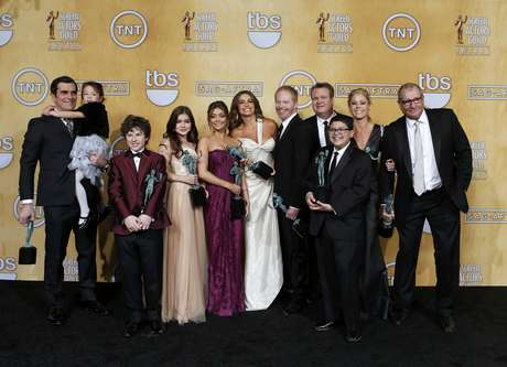 "<p class=""p1""><b>Mejor elenco en serie de comedia:</b>Modern Family</p>"