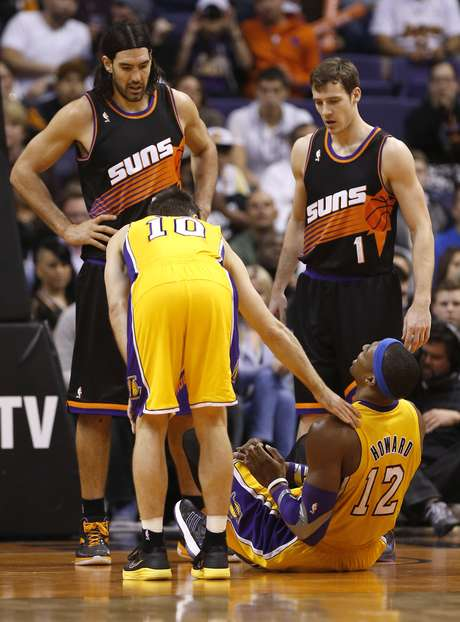 "Los Angeles Lakers' <font color=""red"">Dwight</font> <font color=""red"">Howard</font> (12) sits on the court after he reinjured his right shoulder as teammate Steve Nash (10) and Phoenix Suns' Goran Dragic (1), of Slovenia, and Luis Scola, of Argentina, look on during the second half of an NBA basketball game, Wednesday, Jan. 30, 2013, in Phoenix. <font color=""red"">Howard</font> left the game and did not return. The Suns won 92-86."