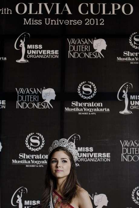 <p>Miss Universo 2012, Olivia Culpo continúa con su travesía por el mundodurante su primer viaje real por Indonesia, donde además de una serie de actividades, entre las que se destacan sesiones fotográficas, innumerables ruedas de prensa, galas de caridad y compartir con la gente de la comunidad, también ha tenido la oportunidad de acompañar a larecién coronada Miss Universo Indonesia 2013,Whulandary Herman.</p>