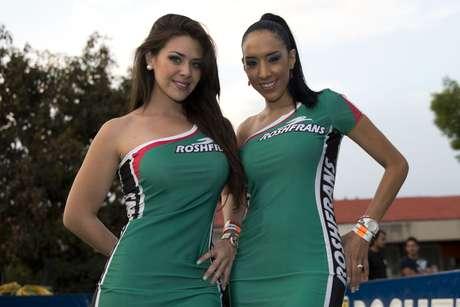 Bellas en las gradas y la cancha apoyan a la Selección Mexicana en el encuentro ante Jamaica en el Hexagonal final de la Concacaf.