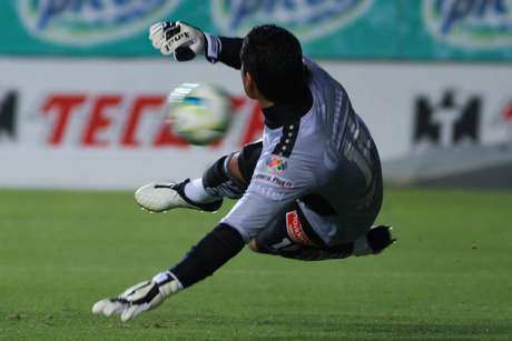 <p>Santana gave Monarcas the win with this penalty kick.</p>