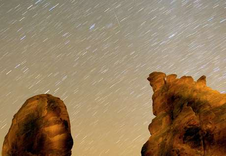 Chuva de meteoros Geminidas ilumina céu dos Estados Unidos: fenômeno não pode atingir a Terra, mas asteroides e meteoritos podem Foto: Getty Images