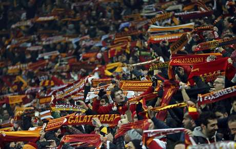 <p>Galatasaray's supporters cheer their team before their match against Schalke 04 during their Champions League soccer match at Turk Telekom Arena in Istanbul February 20, 2013. REUTERS/Murad Sezer</p>