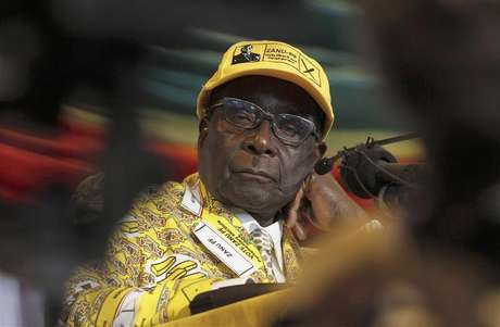 Zimbabwe's President Robert Mugabe looks on during the annual conference of his ZANU-PF party in Gweru about 285 km (177 miles) west of the capital Harare, December 7, 2012.
