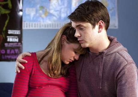 Los actores Scarlett Alice Johnson y Sean Michael Verey protagonizan esta ficción de seis capítulos.