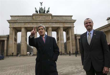 U.S. Secretary of State John Kerry (L) and U.S. Ambassador to Germany Philip Murphy stand in front of the Brandenburg Gate on their way to the U.S. embassy in Berlin February 26, 2013. Kerry arrived in Berlin on Monday, a stop on a nine-nation, 11-day trip that will also take him to Paris, Rome, Ankara, Cairo, Riyadh, Abu Dhabi and Doha before he returns home on March 6.