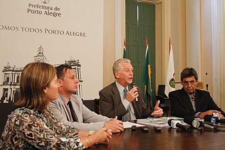 Fortunati presta coletiva para esclarecimentos das ações da prefeitura em relação ao conduto Álvaro Chaves Foto: Luciano Lanes / PMPA / Divulgação