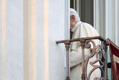 Benedicto XVI desde el balcón central del palacio de Castel Gandolfo, en el último acto público de su pontificado,