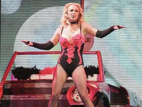 <p>Si de algo se pueden arrepentir varios cantantes es de haberse negado agrabar temas que se convirtieron en hits en voz de otras estrellas. Britney Spears, por ejemplo, se dio el lujo de rechazar canciones como 'Umbrella', que hiciera popular Rihanna,y 'Telephone', uno de los éxitos de Lady Gaga.</p>