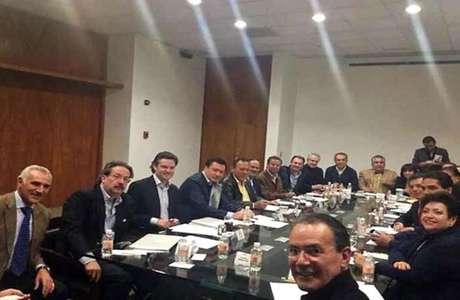 Los integrantes del Consejo Rector del Pacto por México se reunieron el domingo por la noche para afinar detalles de la propuesta de reforma.
